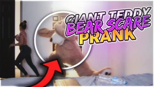 GIANT-TEDDY-BEAR-SCARE-PRANK-ON-GIRLFRIEND
